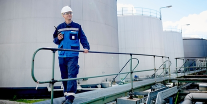 Refinery, Endress+Hauser technician, operator, Oil and gas